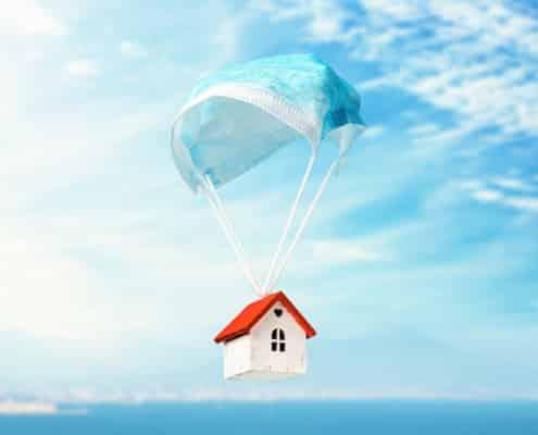 Immobilie mit Mundschutz-Fallschirm