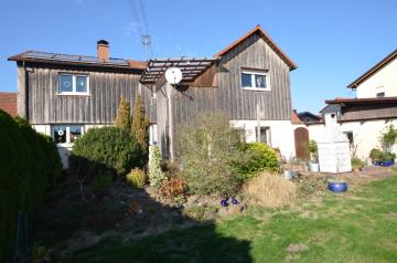 DIETZ: Gemütliches Einfamilienhaus mit Garten und riesigem Car-Port für 4 PKWs, 63607 Wächtersbach, Einfamilienhaus