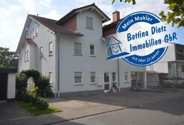 DIETZ: Modernisierte 2-Zimmer-Wohnung mit Einbauküche – Balkon – Garage – Nahe Campus!, 64807 Dieburg, Dachgeschosswohnung