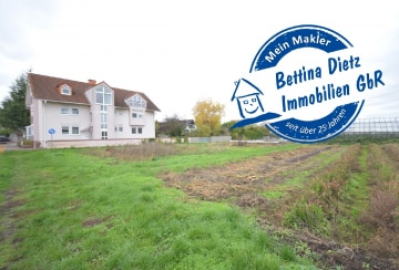 DIETZ: TOP-GEPFLEGTE 4 Zimmer Dachgeschosswohnung mit Balkon, Einbauküche in Feldrandlage!, 63594 Hasselroth, Dachgeschosswohnung