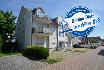 DIETZ: Traumhafte 3-Zimmer-Dachgeschosswohnung mit 2 Balkonen, Einbauküche, komplett möbliert!, 64846 Groß-Zimmern, Maisonettewohnung