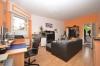 DIETZ: VERMIETET! Gut aufgeteilte 2-Zimmer-Wohnung mit Einbauküche und beheiztem 19qm Lagerraum! - Wohnzimmer