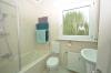 DIETZ: VERMIETET! Gut aufgeteilte 2-Zimmer-Wohnung mit Einbauküche und beheiztem 19qm Lagerraum! - Tageslichtbad mit Wanne