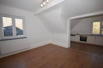 DIETZ: Helle 2-Zimmer-Wohnung mit neuer Einbauküche!, 63849 Leidersbach, Etagenwohnung
