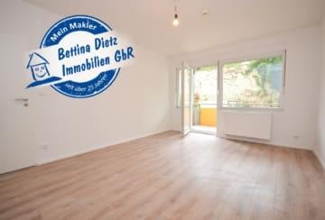 DIETZ: Neu-Renovierte 2-Zimmer-Erdgeschosswohnung mit Balkon und PKW-Stellplatz!, 63450 Hanau, Erdgeschosswohnung