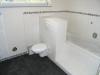 Nagelneue DHH (5 Zimmer) hochwertig mit Granitböden. Fußbodenheizung usw. Mit trendiger Architektur - Das Badezimmer verfügt über eine Badewanne, Dusche und einen Handtuchtrockner