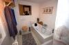 **VERMIETET**  Stimmungsvolle Hofreite - modernisiert- mit 2 Wohnungen - Weiterer Einblick ins Bad, mit Dusche und Wanne