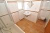 Helle moderne 3-4 Zimmer Wohnung mit Balkon und Einbauküche  im Obergeschoss eines gepflegten 2 Familienhaus! - Blick ins moderne Tageslichtbadezimmer