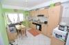 Helle moderne 3 Zimmer Wohnung mit eigenem Garten und Gäste  WC in gepflegtem 4 FH! Bevorzugte Wohnlage! Renoviert!! - Blick in die Wohnküche