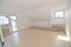 Elegant geschnittene 4 Zimmer Wohnung in begehrter  ruhigen Lage.  (Mit SÜD-OST Balkon) - Wohnzimmer (mit Zugang zum Balkon)