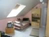 Familiengerechtes Einfamilienhaus mit Terrasse, Garten und  Doppel-Carport, in Ortsrandlage von Schaafheim! - Schlafzimmer 2 von 3 (zurzeit mit Teppichboden)