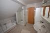 SONNIGE moderne 2 Zimmer Wohnung mit überdachtem Balkon und Einbauküche. (Nähe Frankfurt, Offenbach, Hanau) - Ein Bad mit Pfiff