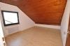**VERMIETET**DIETZ: Mondernisierte 3 Zi. DG-Wohnung mit Einbauküche in schöner ruhiger Lage, neues BAD+++ Wärmegedämmtes HAUS! - Schlafzimmer 1 von 2