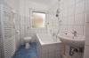 **VERMIETET**DIETZ: 3 Zimmer Erdgeschosswohnung im 4 Familienhaus Modernes Tageslichtbad mit Wanne - Modernes Tageslichtbad mit Wanne