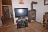 DIETZ: **VERMIETET**Komplett möbilierte 1,5 Zi-Whg. EBK, Flachbild-TV, Holzofen, Gartenmitbenutzung im gepflegten 4-Fam.-Haus - Weitere Ansicht (TV+Ofen inkl.)