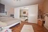 **VERMIETET**DIETZ: 3 Zimmer-Terrassenwohnung mit Süd-Terrasse - Wanne+Dusche - Neuwertige Einbauküche (2009) - Stellplatz - Schlafzimmer 1 von 2