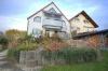 **VERMIETET**DIETZ: 3 Zimmer-Terrassenwohnung mit Süd-Terrasse - Wanne+Dusche - Neuwertige Einbauküche (2009) - Stellplatz - Außenansicht 2 Familienhaus