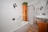 **VERMIETET**DIETZ: 2 Zimmer Erdgeschosswohnung mit extrabreiter Garage SÜD-WEST-Balkon, Fußbodenheizung, Solaranlage -KfW-60-Haus - Badewanne und Dusche