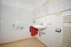 **VERMIETET**DIETZ: 1,5 Zimmer Wohnung Tiefgarage & Einbauküche inkl., Schwimmbad und Sauna - - Bad mit Wanne und Handtuchwärmer