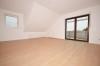 **VERMIETET**DIETZ: Modernisierte 3,5 Zimmerwohnung mit Balkon Einbauküche - nagelneues Tageslichtbad - Garage - Feldrand! - Wohnzimmer mit Balkonzugang
