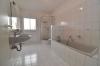 VERMIETET! DIETZ: Energiesparendes familienfreundliches Einfamilienhaus  mit Terrasse, Garten TGL-Bad, Einbauküche und und und... - TGL-Badezimmer