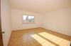 **VERMIETET**DIETZ: Renovierte 4 Zimmer Wohnung mit Balkon und  Garten in bevorzugter Lage! Garage möglich! - Schlafzi. 1 (überall Fußbodenhzg.)