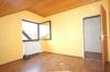 **VERMIETET**DIETZ: Tolle 3 Zi. Dachgeschosswohnung in schöner ruhiger  Lage. Ideal für ein Single oder ein Pärchen !!! - Schlafzimmer 1 (Laminat)