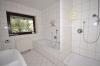 **VERMIETET**DIETZ: 210 m² für 2 Familien - 2 Balkone - 3 Tageslichtbäder Eigener Garten und Freisitz - Doppelgarage - RIESIG - Tageslichtbad 1 von 3 (2.OG)