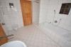 **VERMIETET**DIETZ: 210 m² für 2 Familien - 2 Balkone - 3 Tageslichtbäder Eigener Garten und Freisitz - Doppelgarage - RIESIG - Tageslichtbad 2 von 3 (2.OG)