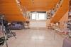 **VERMIETET**DIETZ: 1 Zimmer-Dachgeschosswohnung mit EINBAUKÜCHE - Badewanne - 4 Familienhaus - KFZ-Stellplatz - eigener Kellrraum - Der Wohnbereich!
