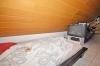 **VERMIETET**DIETZ: 1 Zimmer-Dachgeschosswohnung mit EINBAUKÜCHE - Badewanne - 4 Familienhaus - KFZ-Stellplatz - eigener Kellrraum - Der Schlafbereich