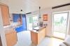 **VERMIETET**DIETZ: Stilvolle Maisonette-Wohnung direkt in Eppertshausen mit Einbauküche, 2 Bädern, Balkon, Stellplatz uvm.!! - Blick in die Küche