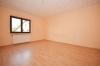 **VERMIETET**DIETZ: PROVISIONSFREIE Sonnige 3 Zi. Wohnung mit eigenem Garten - in ruhiger Randlage von Seligenstadt - - Schlafzimmer 1 von 2
