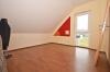 **VERMIETET**DIETZ: Teilmöblierte Dachgeschosswohnung mit Einbauküche Gartennutzung Fußbodenheizung Neubaugebiet Hergershausen! - Schlafzimmer 1 von 2
