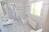 DIETZ: Sonnige großzügie 3 - 4 Zimmer Wohnung mit Balkon, Tageslichtbadezimmer uvm. - Tageslichtbad mit Wanne+Dusche