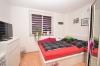 DIETZ: 3-Zimmer Neubau mit Balkon - Gäste-WC - Fußbodenheizung - Jügesheim - Schlafzimmer 2 von 2