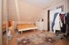 **VERMIETET**DIETZ: Große 3 Zimmerwohnung mit brandneuem Tageslichtbad - Einbauküche inkl. - Ruhige Waldrandlage - Schlafzimmer 1 von 2