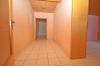 **VERMIETET**DIETZ: Große 2 Zimmer Souterrainwohnung mit 2 Bäder - Einbauküche - 2 Außenstellplätze - kautionsfrei - Diele