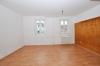 **VERMIETET**DIETZ: 1 Zimmer Wohnung mit Küche, Badezimmer und Mini Balkon direkt am MARKTPLATZ! - Wohn bzw Schlafbereich
