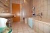 **VERMIETET**DIETZ: Supergünstige, gepflegte 4 Zimmer Dachgeschosswohnung in ruhiger Lage - PKW-Stellplatz inkl. - Tageslichtbad m. Dusche+Wanne