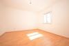 **VERMIETET**DIETZ: Frisch renovierte 2-3 Zimmer Terrassenwohnung mit hellem Tageslichtbad mit Dusche - 2 Familienhaus - Schlafzimmer 1 von 1