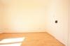 **VERMIETET**DIETZ: Frisch renovierte 2-3 Zimmer Terrassenwohnung mit hellem Tageslichtbad mit Dusche - 2 Familienhaus - Weitere Ansicht Wohnzimmer