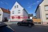 **VERMIETET**DIETZ: Frisch renovierte 2-3 Zimmer Terrassenwohnung mit hellem Tageslichtbad mit Dusche - 2 Familienhaus - Straßenansicht