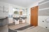 **VERMIETET**DIETZ: 5 Zimmer 230 m² - Terrassen-Wohnung mit Garten, Schwimmbad, Wintergarten, auf ca. 1000m² Grundstück - mit 2 Waschbecken