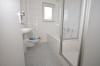 **VERMIETET**DIETZ: Renovierte 4 Zimmer Erdgeschosswohnung mit Balkon und KFZ-Stellplatz - Tageslichtbad mit Wanne+Dusche