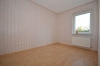 **VERMIETET**DIETZ: Renovierte 4 Zimmer Erdgeschosswohnung mit Balkon und KFZ-Stellplatz - Schlafzimmer 2 von 3