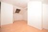**VERMIETET**DIETZ: Günstige 2 Zimmerwohnung mit Einbauküche - gepflegtem Wannenbad im 3 Familienhaus - ZENTRAL und RUHIG! - Wohnbereich