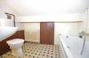 **VERMIETET**DIETZ: Günstige 2 Zimmerwohnung mit Einbauküche - gepflegtem Wannenbad im 3 Familienhaus - ZENTRAL und RUHIG! - Tageslichtbad mit Badewanne