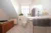 **VERMIETET**DIETZ: Hochwertige Ausstattung! Maisonettewohnung mit vielen Extras im jungen Mehrfamilienhaus in ruhiger (fast) Ortsrandlage! - Gästebadezimmer mit Dusche