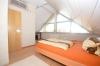**VERMIETET**DIETZ: Hochwertige Ausstattung! Maisonettewohnung mit vielen Extras im jungen Mehrfamilienhaus in ruhiger (fast) Ortsrandlage! - Schlafzimmer 1 von 2 mit Klimaanlage